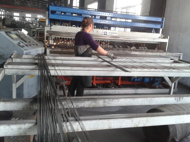 地热网片排焊中